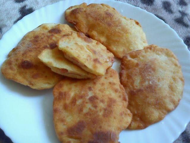 Hozzávalók:     fél kg krumpli sós vízben megfőzve és áttörve   5 dkg vaj   2 tojás   15-20 dkg liszt (nekem többre volt szüks...