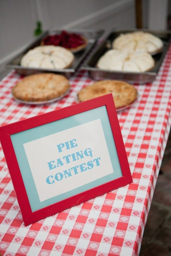 Pie eating contest. Photography by lmariephoto.com
