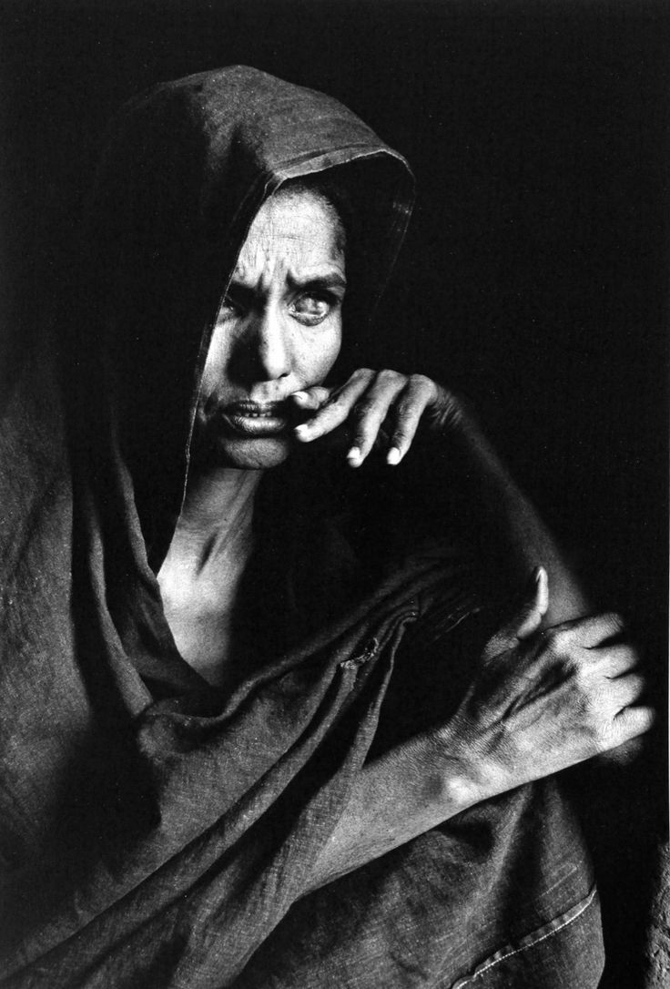 There's a starkness to black and white photography that often leaves you no choice but to confront that which would challenge you....Sebastiao Salgado: MALI, 1985