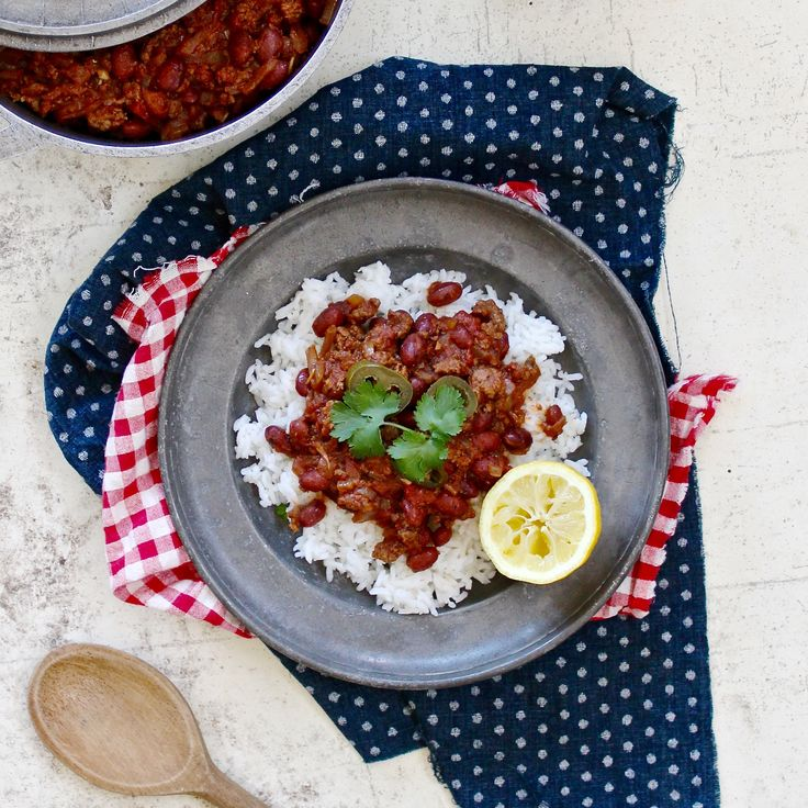 COWBOY CHILLI CON CARNE. This chilli con carne uses premium locally sourced beef, red kidney beans a Texan blend of spices, coriander, jalapeño and a hit of lemon for that cowboy twist to an American classic. Something hearty the whole family will love...  30 Minutes. Gluten Free. Sugar Free. Dairy Free.