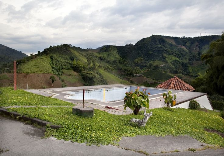 Swimming pool owned by a coffee farmer in Colombia | www.piclectica.com