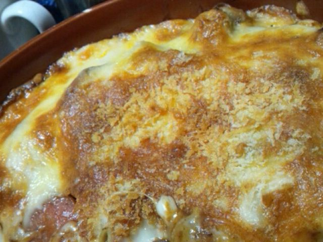 昨夜のビーフシチューリメイク♪(*^^*) 帽子マカロニとビーフシチュー、とろけるチーズ、ホワイトソース、またチーズ。上にパン粉パラパラしてオーブンで焼きました(*´∀`)  高カロリー決定やけど美味しいよ(^ω^) - 54件のもぐもぐ - 昨夜のビーフシチューリメイク♪ラザーニャ風 by KOGANE