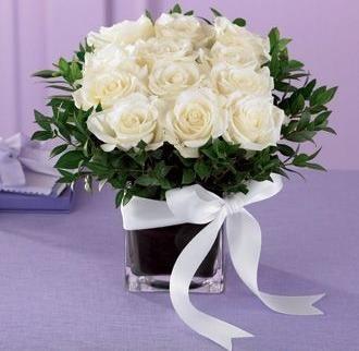 Square Vases For Centerpieces Mini Rose Centerpiece Comes In Square Glass Vase 12 Mini Roses