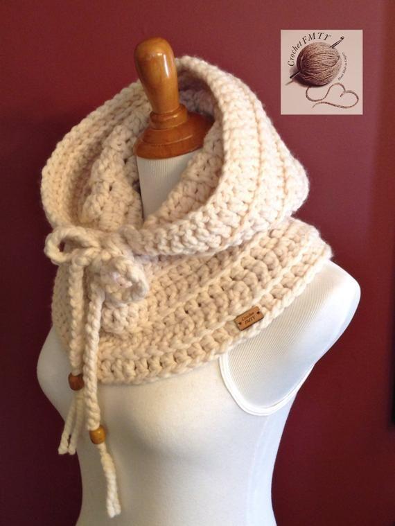 Womens Hoodie Cowl Calentador De Cuello 2 Perlas De Madera Etsy Bufandas Circulares Crochet Capucha De Ganchillo Ganchillo Bufanda