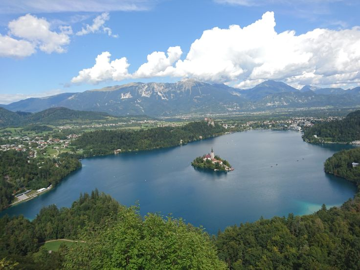 Lake Bled Slovenia [OC] [3264X2448] Theyoungwolf43 http://ift.tt/2vZjb0T September 04 2017 at 09:19AMon reddit.com/r/ EarthPorn