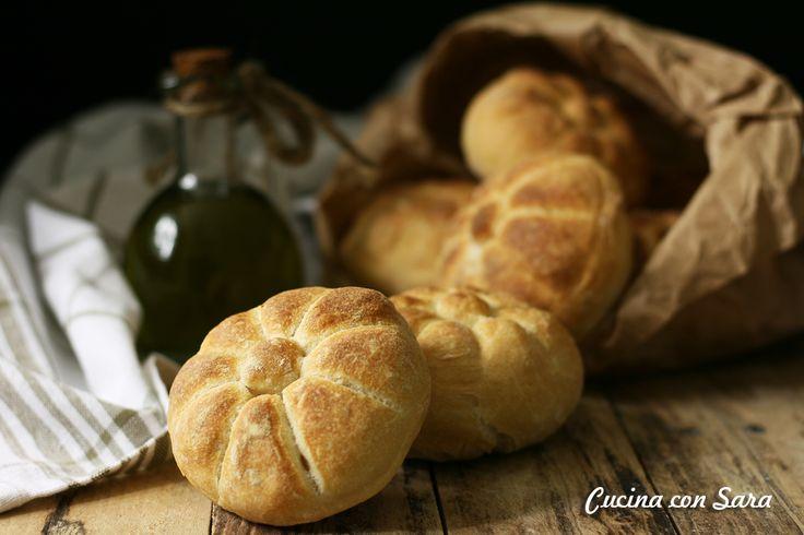 Ricetta michetta, conosciuta anche come rosetta. Pane tipico di Milano fin dal 1700. Ricetta soffiata, con lievito di birra.