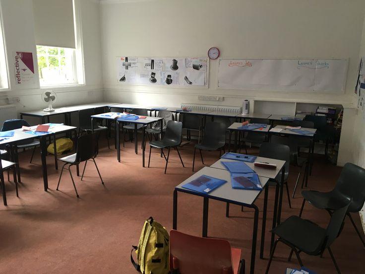 Classroom     Haileybury college: Uno de los colegios más prestigiosos y bonitos de inglaterra. Un programa donde visitarás varias veces Londres.       Haileybury ofrece un entorno estimulante para sus estudiantes a la hora de imponerles desafíos y hacer que descubran su identidad para que se desarrollen como adultos seguros y generosos      #SummerCamp #WeLoveBS #inglés #idiomas #Haileybury #ReinoUnido #RegneUnit #UK #Inglaterra #Anglaterra #HarryPotter