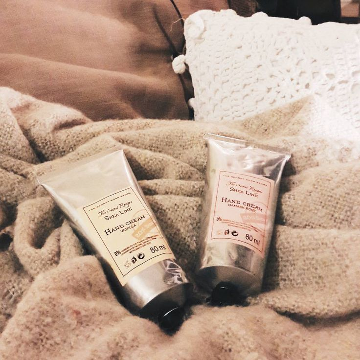 Miłej niedzieli!😊 #thesecretsoapstore #natural #cosmetics #handcream #naturalne #kosmetyki #polishbrand #store #sheabutter #cozy #pillows #relax #sunday #vsco https://secret-soap.com/kremy-do-rak-244