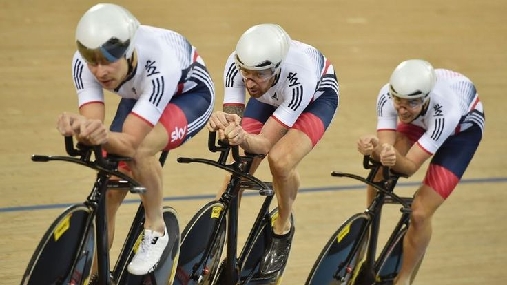 From left, Owain Doull, Wiggins and Jon Dibben in action in qualifying