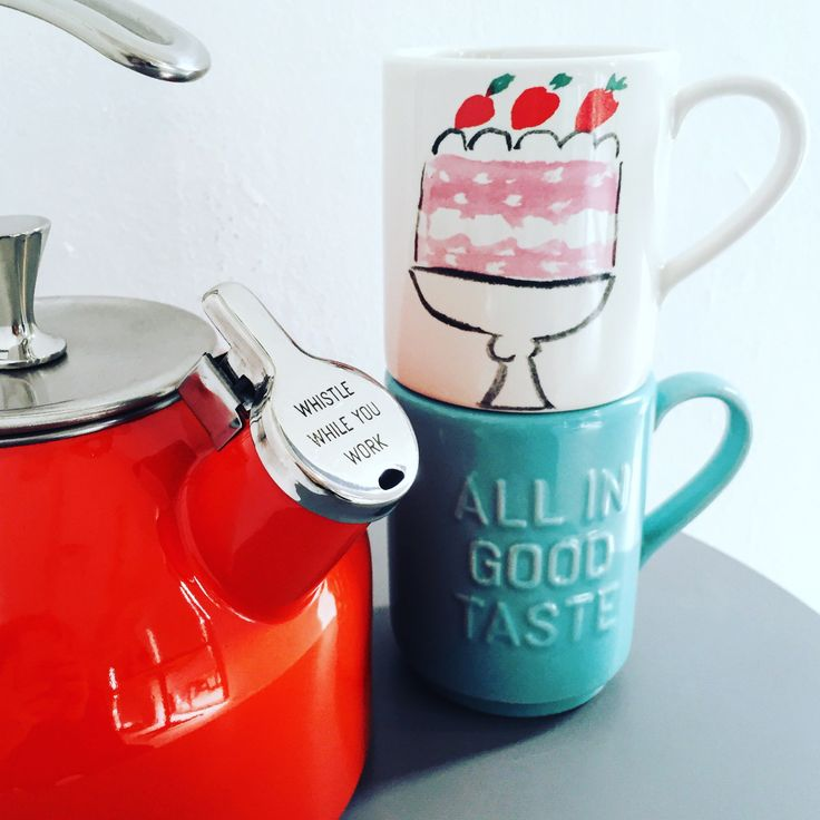 Kate Spade Tea Kettle and Mugs are perfect for early morning routines! Have an afternoon tea with the girls with these great mugs!