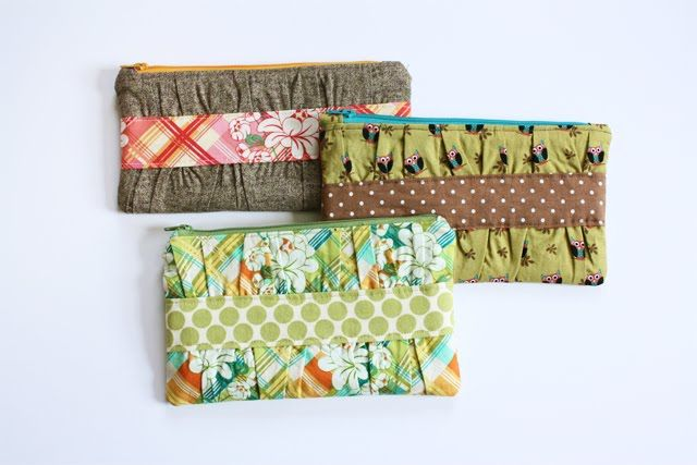 Gathered Clutch Pattern (needs a wristlet handle): Ideas, Wallets, Sewing Projects, Clutches Tutorials, Gathering Clutches, Makeup Bags, Super Cute, Sewing Tutorials, While