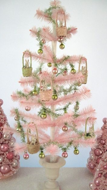 apositivelybeautifulblog:    (via MY PINK CHRISTMAS / lovely pink feather tree)