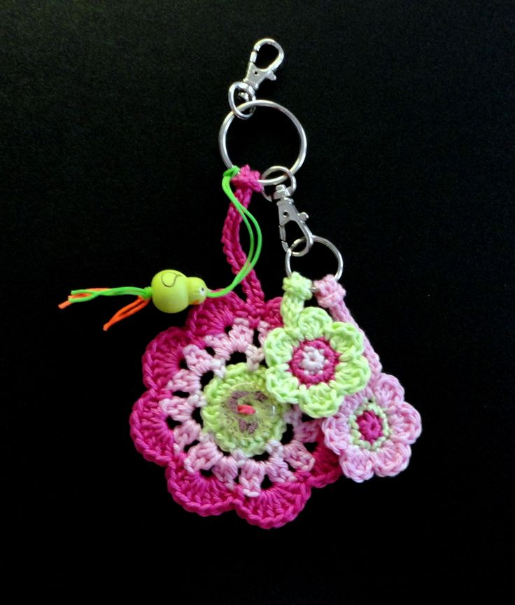 Made by Marian. Keychain or a pendant to your bag. I used a free pattern that you can find on my board 'Crochet - Flowers, plants and leaves'.