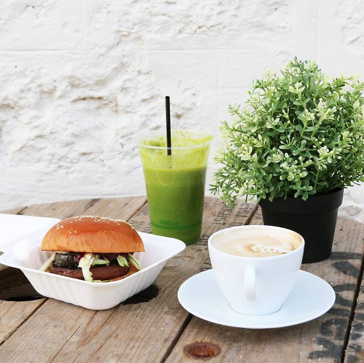Are you feeling like lunch time treat? Hit up Maxwell's Grocery for a veggie burger, a green smoothie or a classic coffee fix. To discover more cafes in McLaren Vale, click on the image.