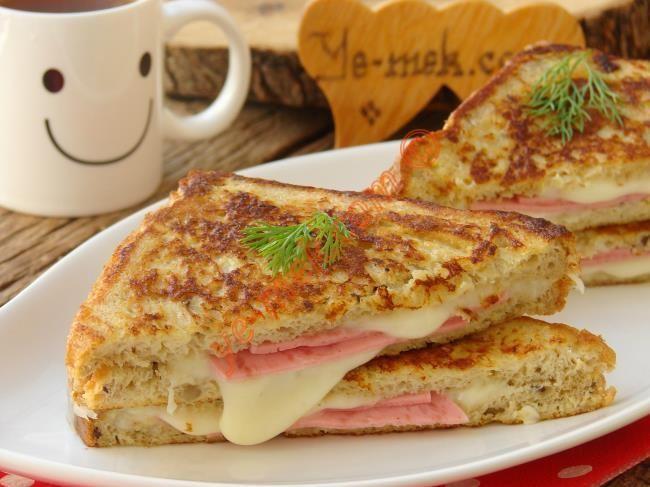 Hiç tost makinesine gerek duymadan, özel sosu ile beraber tavada yapabileceğiniz, dışı çıtır çıtır içi yumuşacık harika bir tost tarifi...