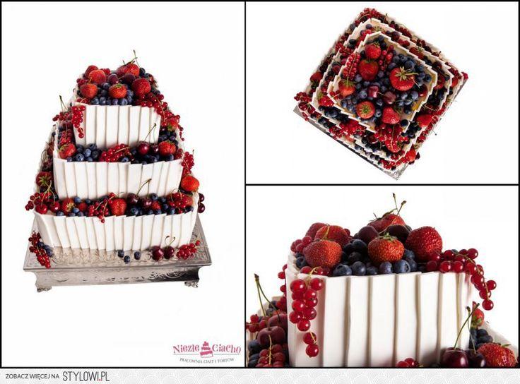 Owocowy tort weselny, biały tort weselny z owocami, truskawki, porzeczki, czereśnie, owoce na torcie, kwadratowy tort weselny, wesele, Tarnów