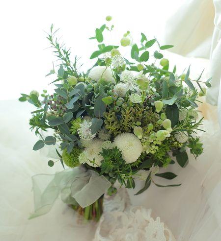 クラッチブーケ 横浜ニューグランド様へ 深い緑の中の地球 : 一会 ウエディングの花