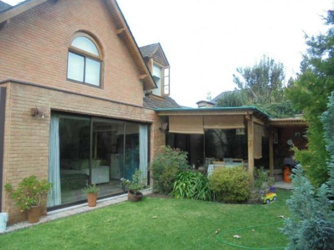 Estupenda casa en condominio Informe de Engel & Völkers | T-1421536 - ( Chile, Región Metropolitana de Santiago, Lo Barnechea, Camino Del Sol )