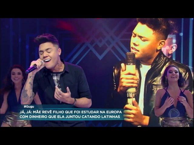 Felipe Araújo canta sucessos no palco do Gugu