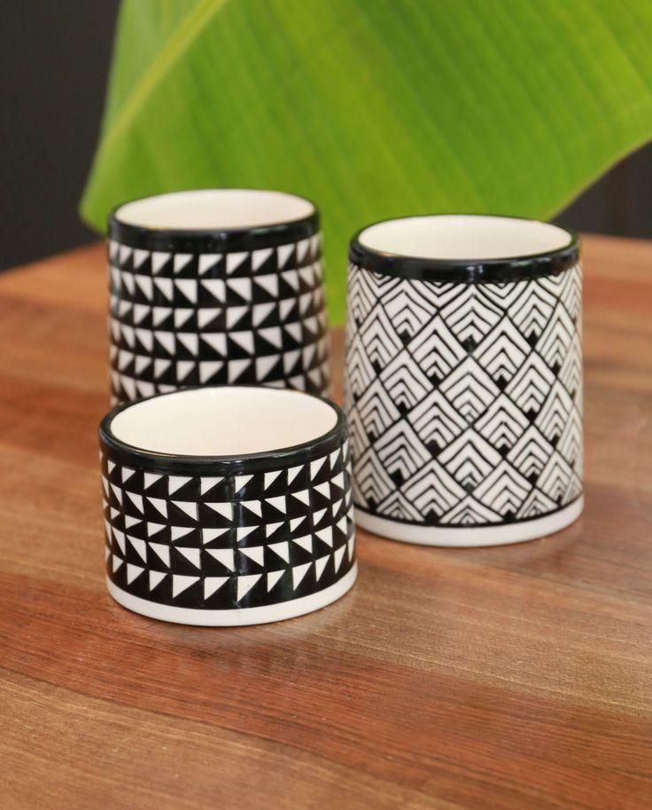 Pots en céramique aux motifs géométriques
