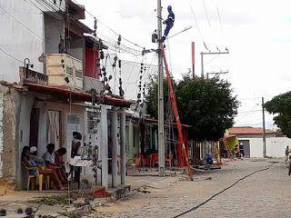 NONATO NOTÍCIAS: EQUIPE DA COELBA REALIZOU  MUDANÇA DE TODA A FIAÇÃ...