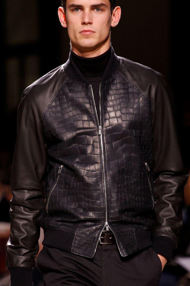 КОРОТКИЕ КУРТКИ. На пуговицах и на молниях, косухи и бомберы, кожаный и шерстяные. Главный критерий в этом сезоне – длина по пояс. На фото куртка Hermes.