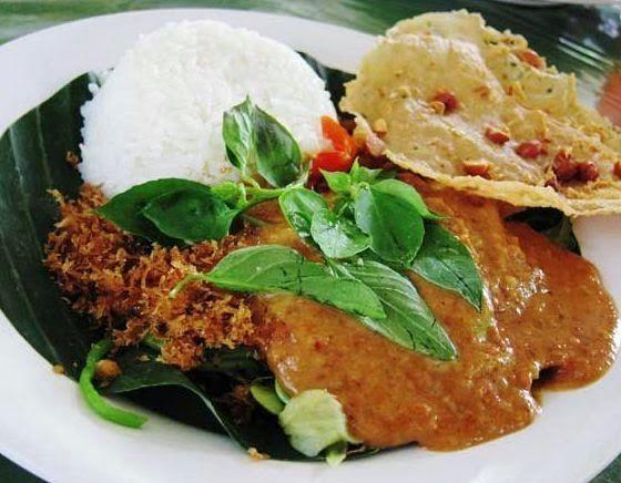 Resep Cara Membuat Pecel Madiun Komplit Enak Asli http://dapursaja.blogspot.com/2014/11/resep-cara-membuat-pecel-madiun-komplit.html