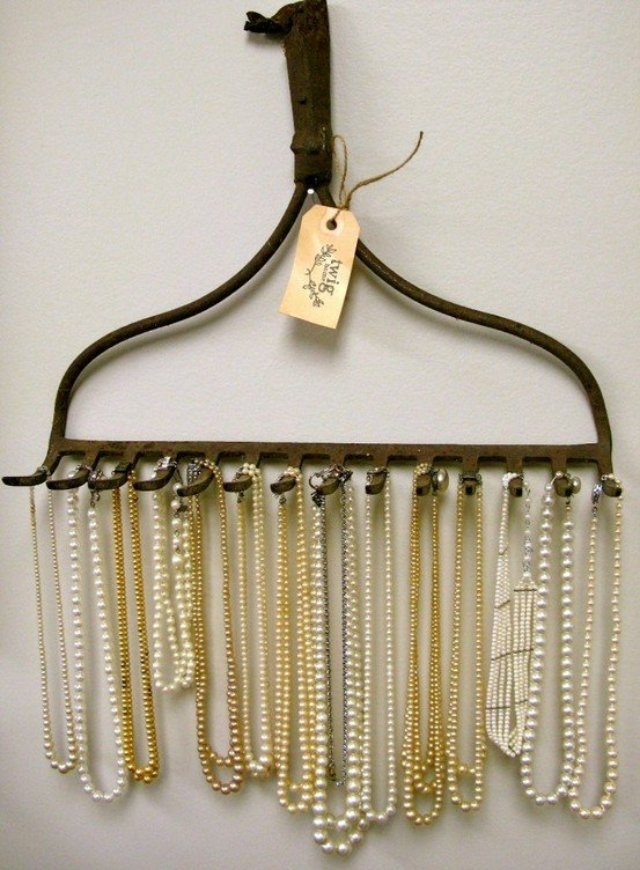 love the idea of recycling a leaf rake to create a rack for necklaces!