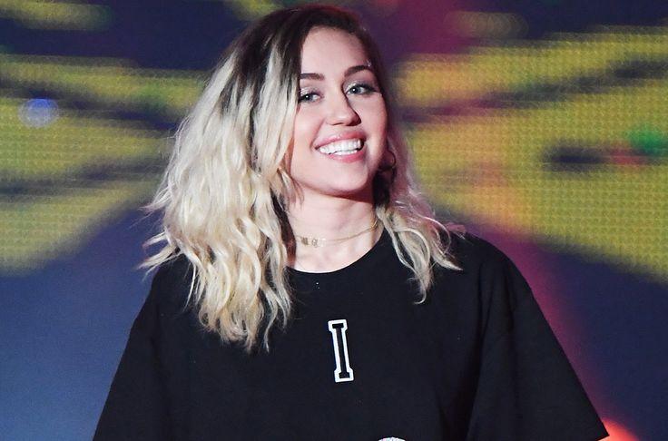 """La superestrella mundial, Miley Cyrus, estrena su nueva canción """"Inspired"""", después de haberla presentado en el Concierto a Beneficio """"One Love Manchester""""."""