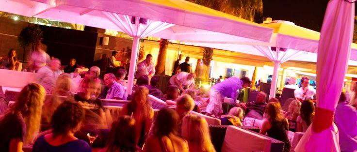 Experience passion for food cocktails Amore Pasta & Pizza Restaurant Vale do Lobo a beautiful setting ideal for relaxing in the evening Vale do Lobo Praça