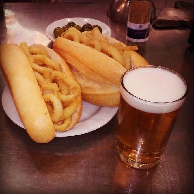 Bocatas de calamaras y una cañita en el Bar Postas de Madrid. ¡Espectaculares!