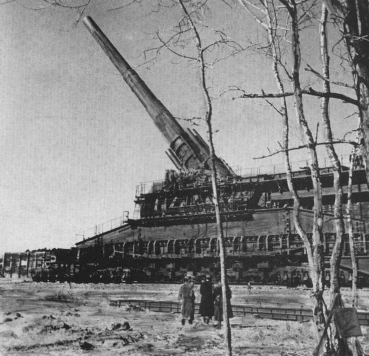 ClassicPics @History_Pics  The massive Schwerer Gustav 80cm railway gun, able of firing 7 tonne shells up to 47km. Used by the Germans in WWII