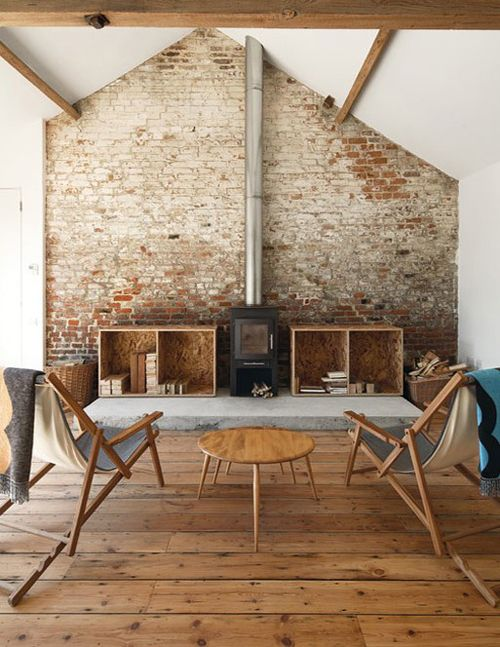 Love the exposed wall and beams here, how it makes the place look simple.
