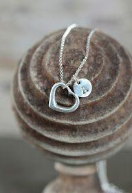 Reklame for egen nettbutikk       Leter du etter en helt spesiell gave?    Jeg lager personlige smykker til jente og gutt, mann og kvinne,...