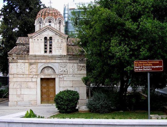 Ο ναός αφιερωμένος στην Παναγία την Γοργοεπήκοο, δηλαδή εκείνη που φτάνει γρήγορα για να βοηθήσει.