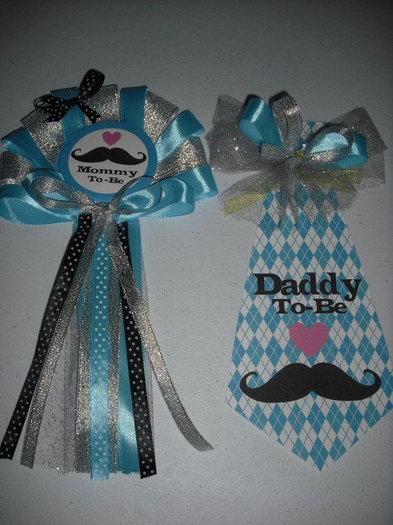Bebé ducha bigote mamá y de Papá ramillete y lazo establecen