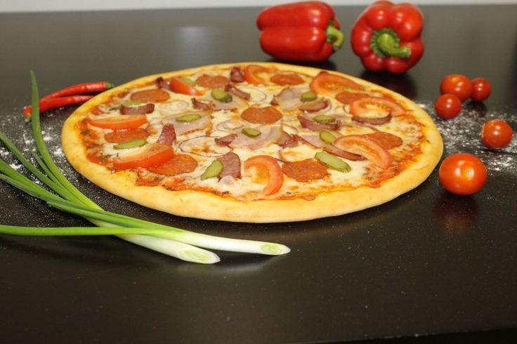 """http://elitavkusa.ru/pizza-geleznodorogniy/bavarskaja.html  Пицца Баварская - название говорит само за себя - крутой вкус, отличный выбор для гурманов! http://elitavkusa.ru/pizza-geleznodorogniy/bavarskaja.html  Состав: томатный соус, сыр """"Моцарелла"""", салями, охотничьи колбаски, бекон, помидоры, лук красный, зелень Вес: 550 г Диаметр: 31 см  Цена: 450 рублей  Доставим вкусняшки быстрее молнии по Железнодорожному🚀  👌Вкус удовольствия - оторваться невозможно!👌 #пицца #роллы #доставкапиццы…"""