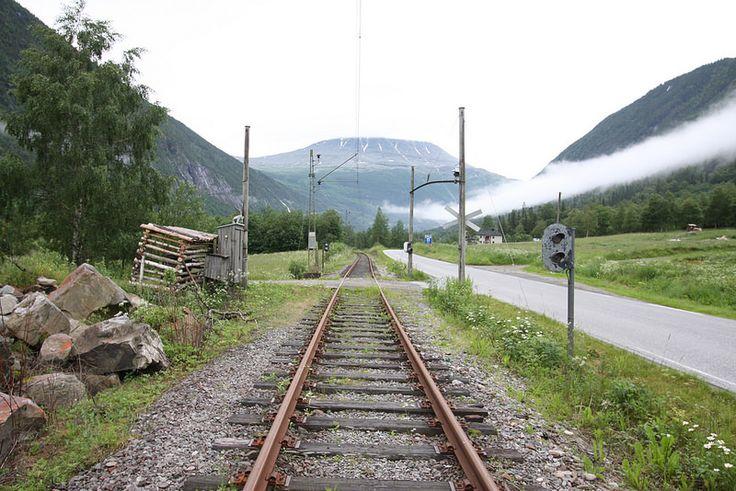 Rjukanbanen - Tinnoset-Vemork - Skinnegang planovergang   Flickr - Photo Sharing!