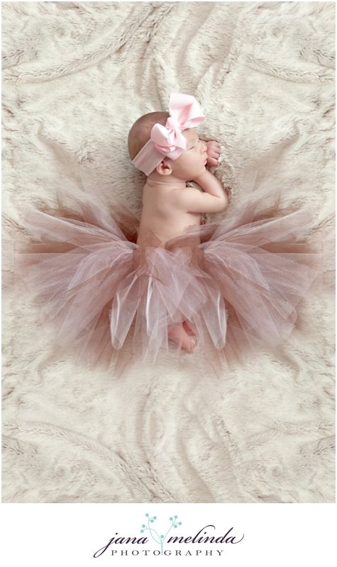 precious little one.  love the tutu.