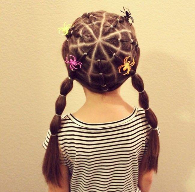 Complementa el disfraz de tu peque con estos divertidos peinados para Halloween.