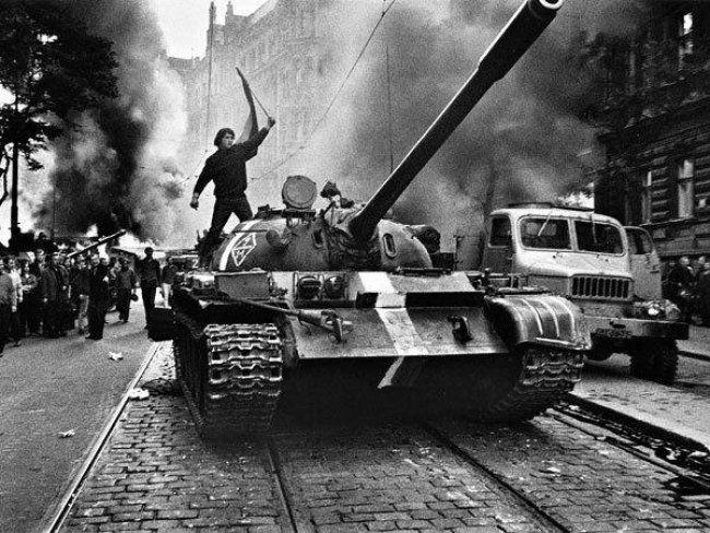 Josef Koudelka - Soviet tanks rolling into Prague in 1968.