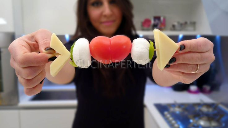 I Cuor di Spiedini rappresentano un cuore trafitto da una freccia. Sono un antipasto perfetto per la romantica cena di San Valentino.