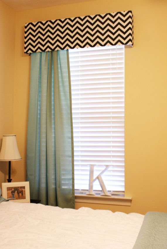 simple window treatment idea for bedrooms