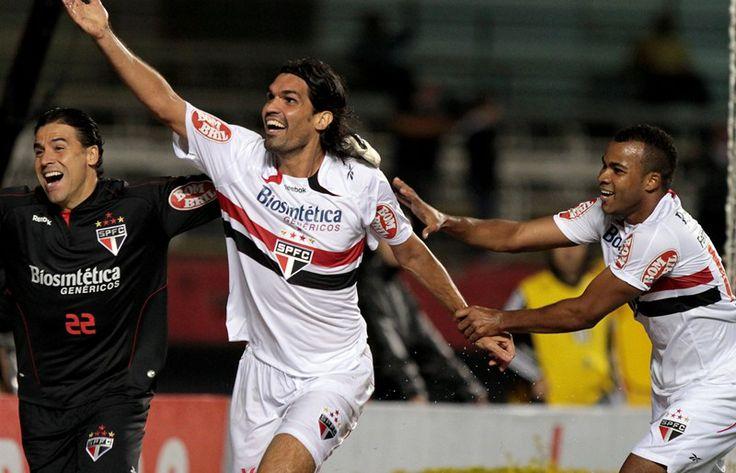 São Paulo FC lamenta a morte de Fernandão - Ex-atacante do Tricolor faleceu nesta madrugada http://www.saopaulofc.net/noticias/noticias/sao-paulo-fc/2014/6/7/sao-paulo-fc-lamenta-a-morte-de-fernandao/