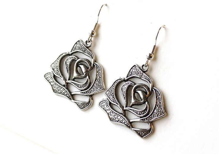 Earrings with roses from Especially for You available on http://en.dawanda.com/shop/Especially-4-You