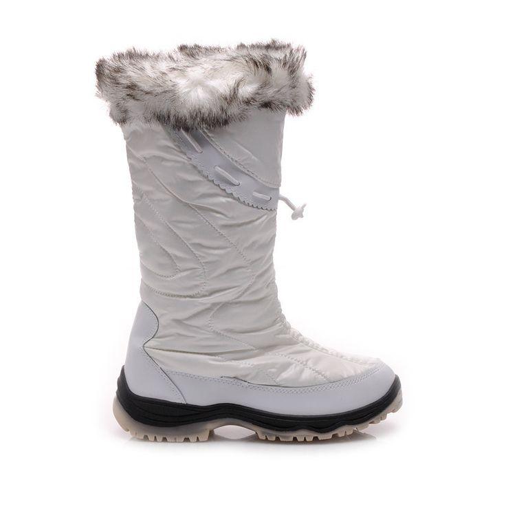 BÍLÉ SNĚHULE Béžové, dámské válenky.  Semišový povrch a chrakteristické prošití.  Hrubá, pěnová podrážka chrání nohu před studeným povrchem.  Zateplené měkkým kožíškem, velmi teplé.  Boty jsou velmi pohodlné.  Tento modle musíte mít!  Výška boty: 22-24cm (záleží od velikosti)  Obvod horního lemu: 36-38cm (záleží od velikosti)  Materiál: eko semiš http://www.cosmopolitus.com/biele-snehule-il0087w-d3l48-p-94947.html?language=cz&pID=94947 #boty