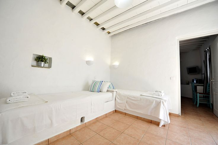 minimal whitewashed-stoned rooms in the beautiful complex of Windmill Bella Vista #sifnos #accomodation #studios