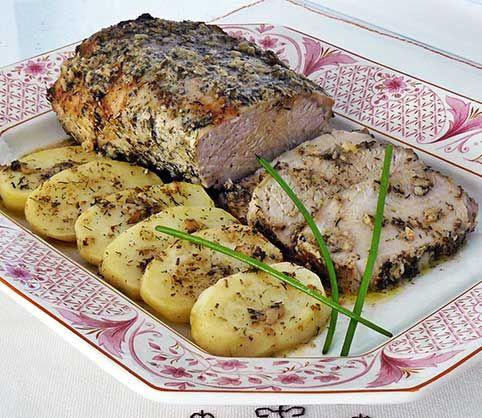 Lomo de cerdo al horno     ¡Hola amig@ cociner@! Este fin de semana vengo con una receta de lomo de cerdo al horno. Tenía muchas ganas de poner este post porque el lomo de cerdo es una carne muy versátil, es una de las partes