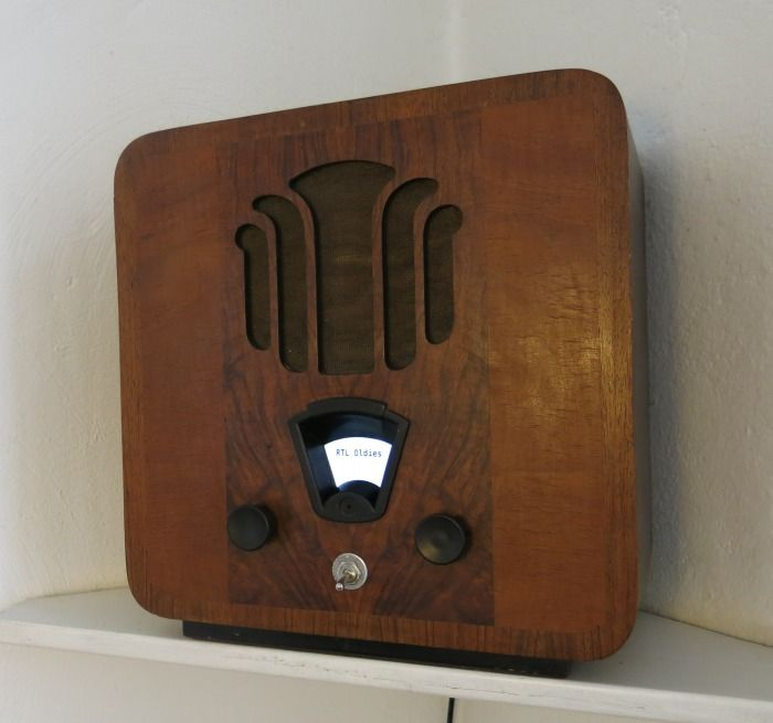Antique Raspberry Pi Internet Radio - Very clever! Form meets function