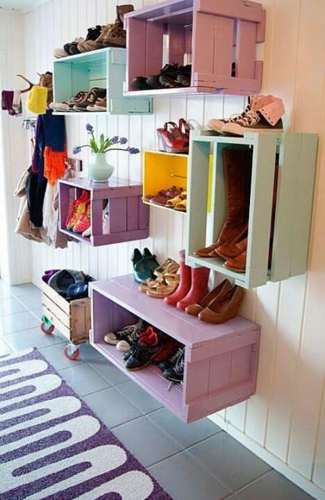 Reciclados: Mudrooms, Mud Rooms, Shoes Storage, Old Crates, Wooden Crates, Diy, Storage Ideas, Shoes Racks, Kids Rooms